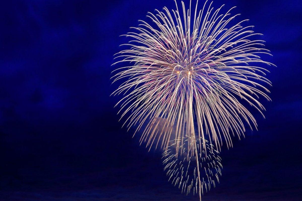 Christoph Vogt von der FORMAT Asset Management in Hamburg zeigt Feuerwerk zur Verabschiedung des Jahres 2020. Nur wenige werden dieses Jahr vermissen.